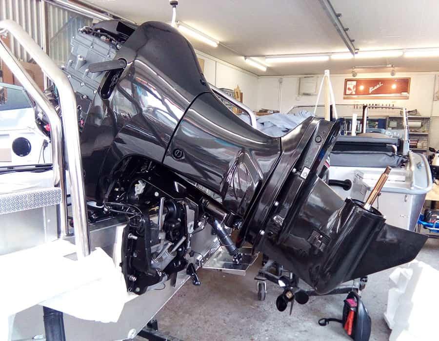 Motorenmontage Aussenborder