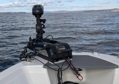 Minn Kota Terrova Bugmotor montiert an Fischerboot Terhi
