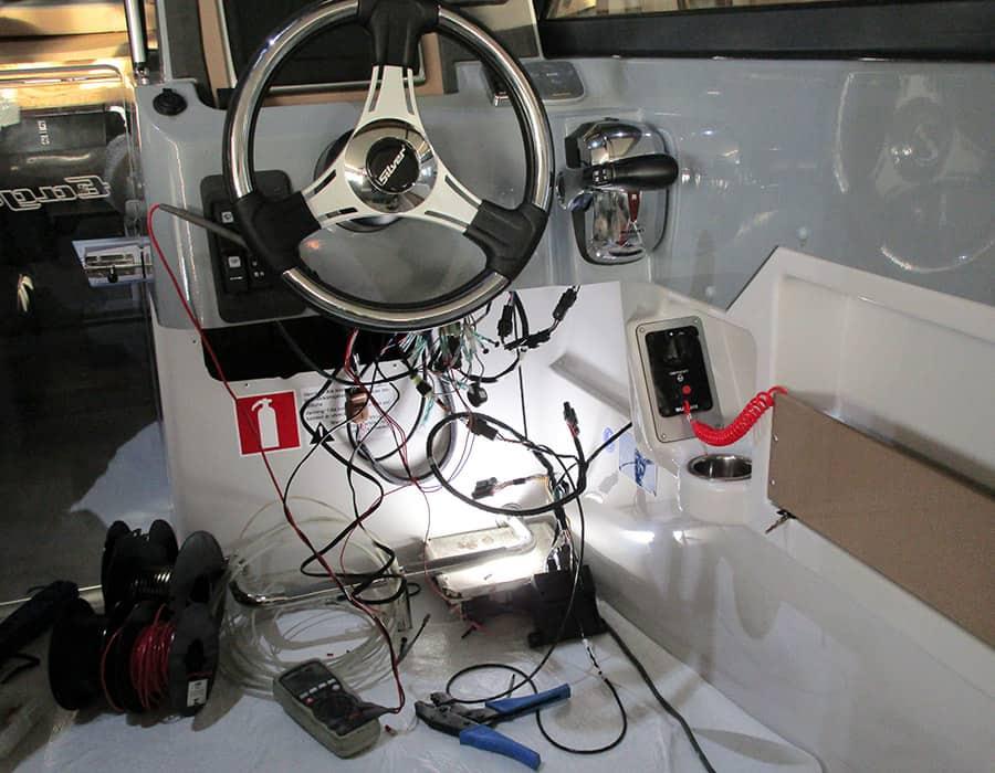 Verkabelung Neuboot Installation Montage Motor