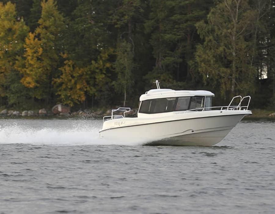 Kabinenboot TG 6.9X in Gleitfahrt